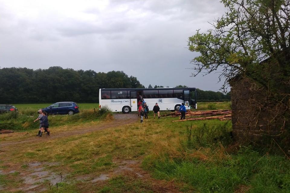 De jongste leden werden weer met de bus naar huis gebracht.