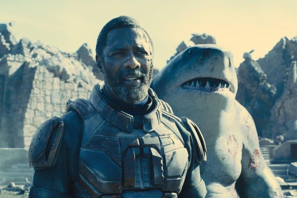 Idris Elba als Bloodsport en King Shark (rechts) is niemand minder dan… Sylvester Stallone.