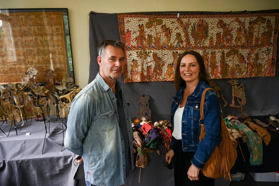Gino en Viviane zijn op zoek naar Indonesische kunst