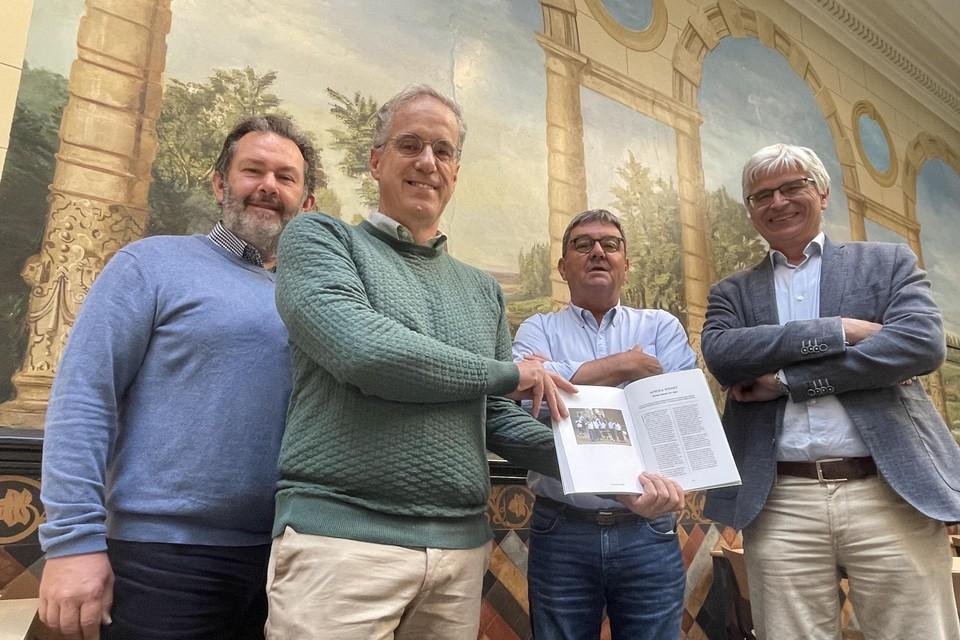 Vlnr.:  Filip Van de Winkel, eindredacteur Dirk Podevijn, coördinator Johan Van Gestel en directeur Arie De Rijck.